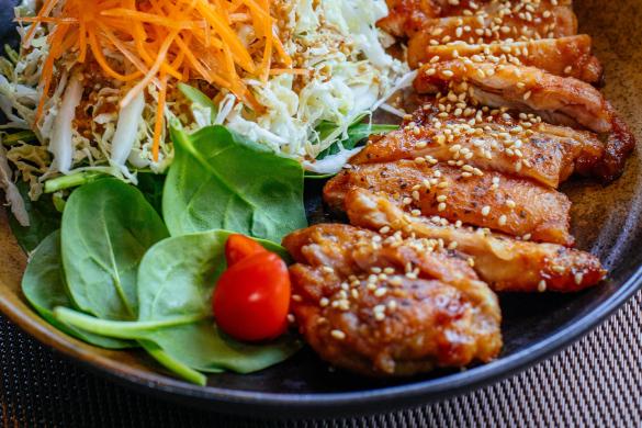 kuřecí maso v sezamové omáčce